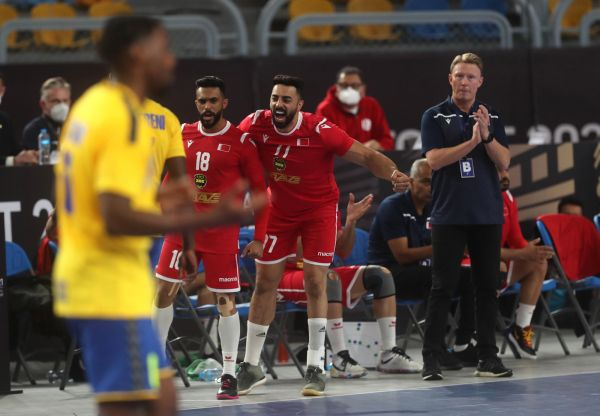 epa08949642 Bahrain's Ahmed Fadhul (L) and Jasim Alsalatna (R) celebrate after the match between Bahrain and D.R. Congo at the 27th Men's Handball World Championship in Cairo, Egypt, 19 January 2021.  EPA-EFE/Mohamed Abd El Ghany / POOL