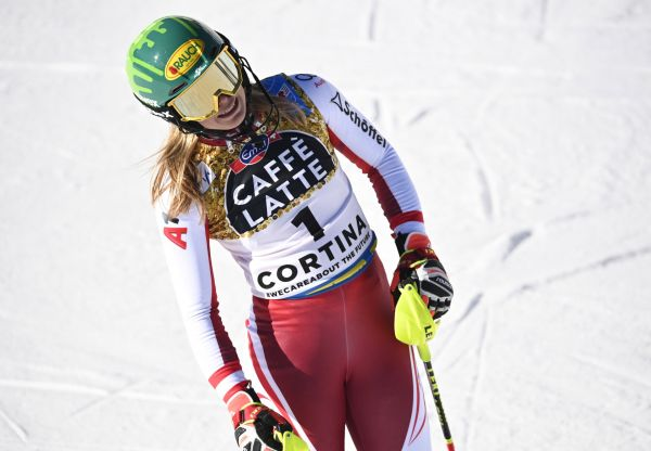 epa09025439 Katharina Liensberger of Austria reacts in the finish area during the first run of the Women's Slalom race at the Alpine Skiing World Championships in Cortina d'Ampezzo, Italy, 20 February 202  EPA-EFE/CHRISTIAN BRUNA