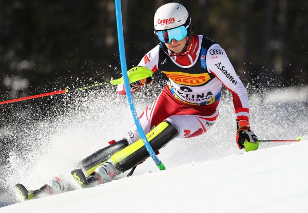 epa09027222 Adrian Pertl of Austria cuts a gate during the 1st run of the Men's Slalom race at the Alpine Skiing World Championships in Cortina d'Ampezzo, Italy, 21 February 2021.  EPA-EFE/ANDREA SOLERO