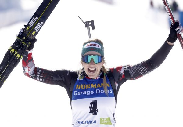epa09027549 Lisa Theresa Hauser of Austria celebrates after winning gold in the Women's 12.5km Mass Start event at the IBU Biathlon World Championships in Pokljuka, Slovenia, 21 February 2021.  EPA-EFE/ANTONIO BAT