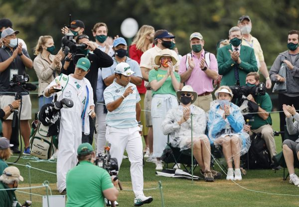 epa09128038 Patrons react after Hideki Matsuyama of Japan chips back to the green after hitting well past on the eighteenth hole during the third round of the 2021 Masters Tournament at the Augusta National Golf Club in Augusta, Georgia, USA, 10 April 2021. The 2021 Masters Tournament is held 08 April through 11 April 2021.  EPA-EFE/ERIK S. LESSER