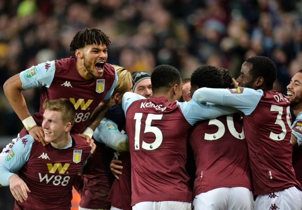 epaselect epa08173735 Tyrone Mings (top L) and his teammates of Aston Villa celebrate after scoring the winning goal during the Carabao Cup semi final second leg match between Aston Villa and Leicester City in Birmingham, Britain, 28 January 2020.  EPA-EFE/PETER POWELL EDITORIAL USE ONLY. No use with unauthorized audio, video, data, fixture lists, club/league logos or 'live' services. Online in-match use limited to 120 images, no video emulation. No use in betting, games or single club/league/player publications