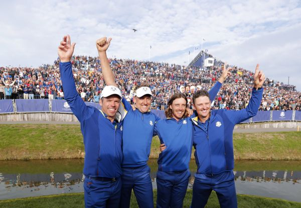 epa07059634 (L-R) Paul Casey of England, Ian Poulter of England, Tommy Fleetwood of England and Justin Rose of England react following their win on the final day of the Ryder Cup 2018 at The Golf National in Guyancourt, near Paris, France, 30 September 2018.  EPA-EFE/GERRY PENNY