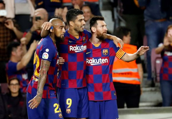 epa07902252 FC Barcelona's Arturo Vidal, Luis Suarez and Leo Messi celebrate a goal during a Spanish LaLiga soccer match between FC Barcelona and Sevilla FC at the Camp Nou stadium in Barcelona, Spain, 06 October 2019.  EPA-EFE/TONI ALBIR