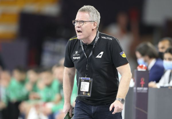 epa08942655 Iceland's head coach Gudmundur Gudmundsson reacts during the match between Algeria and Iceland at the 27th Men's Handball World Championship in Cairo, Egypt, 15 January 2021.  EPA-EFE/Khaled Elfiqi / POOL
