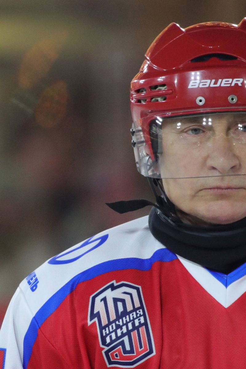epa08090077 Russian President Vladimir Putin takes part in a Night Hockey League friendly match at the skating rink in the Red Square in Moscow, Russia, 25 December 2019.  EPA-EFE/MICHAEL KLIMENTYEV / KREMLIN POOL / SPUTNIK MANDATORY CREDIT